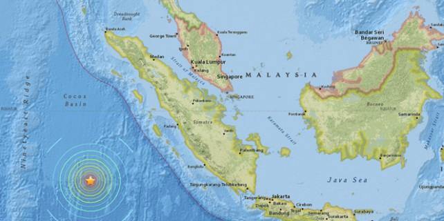 Endonezya'da 8.1 büyüklüğünde deprem!