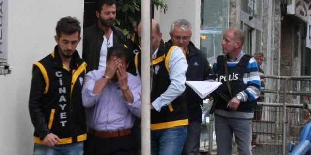 Acil önünde 2 kişiyi öldürdü, mahkemede gözyaşı döktü