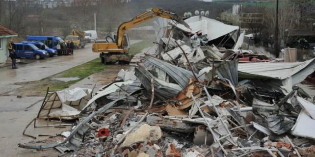 Bursa'da kaçak gece kulübü yıkıldı!