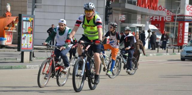 Bursa sokaklarında bisikletli eylem...