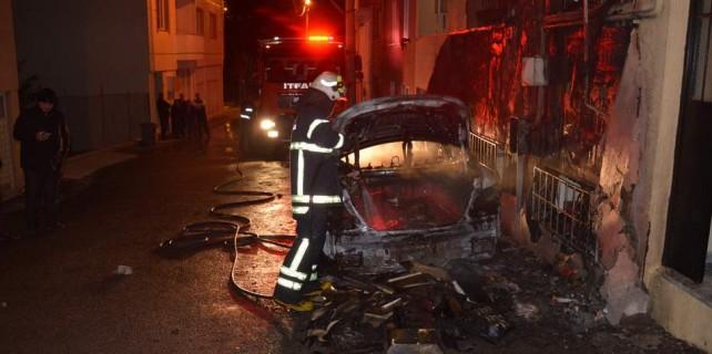 Bursa'da park halindeki otomobile molotof attılar