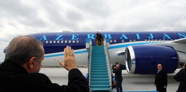 Erdoğan'dan Aliyev'in jestine jestle karşılık