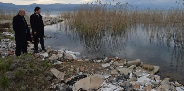 Bursa'da büyük skandal...Göle moloz döken bakın kim çıktı?