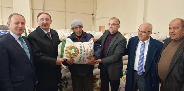 Mustafakemalpaşa'lı çiftçilere destek