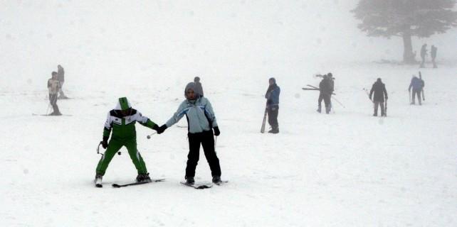 Ekonomi zirvesi öncesi Uludağ'da kar sevinci...