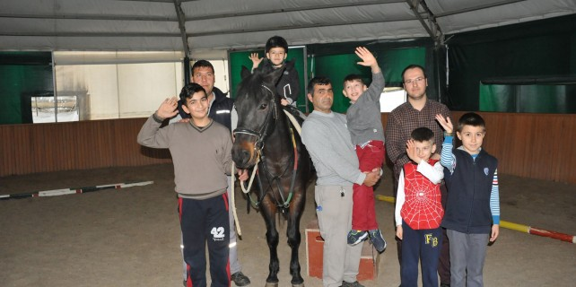 Osmangazi'den engelli çocuklara atlı terapi