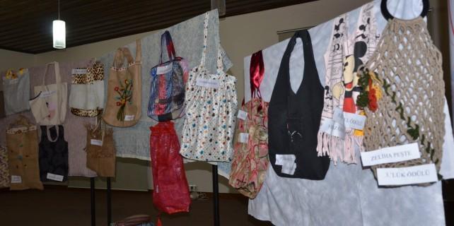 Kadınlar pazar çantası yapmak için yarıştı