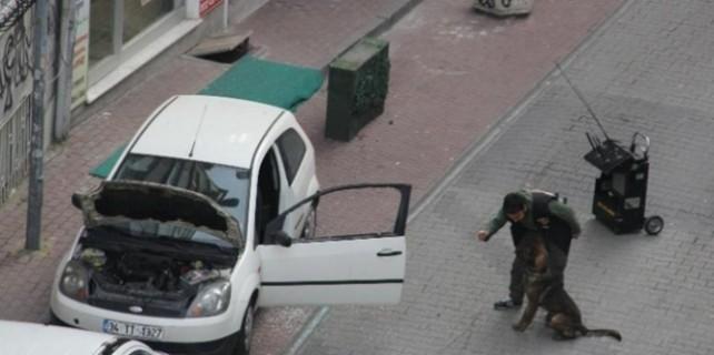 Şüpheli aracın kapıları fünye ile patlatıldı