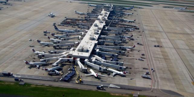 Dünyanın en işlek havalimanında bomba şüphesi
