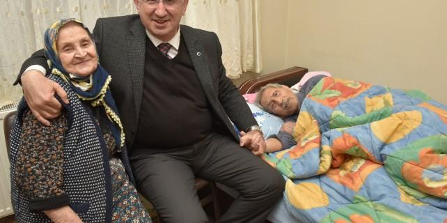 Başkan Kurtulan'dan yaşlılara anlamlı ziyaret