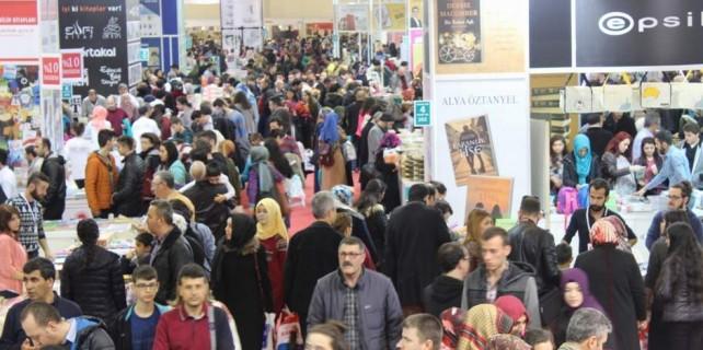 Teröre korkusuna rağmen kitap fuarını bakın kaç bin kişi ziyaret etti