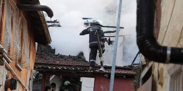 Bursa'da yangın faciası...Alevlerin arasından cesedi çıktı