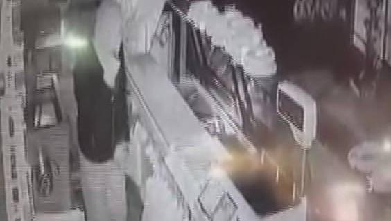Bursa'da, bir gecede 6 işletmeyi soyan hırsızlar, kamerada..