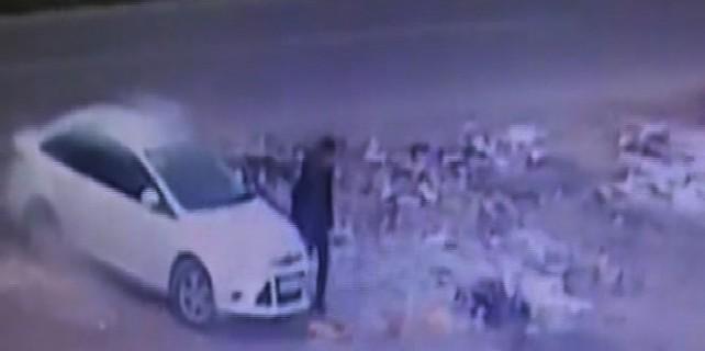 Diyarbakır'daki bombalı aracın bırakılma anı...