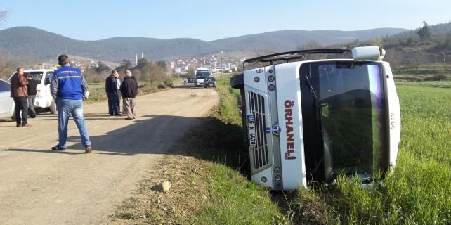 Orhaneli'de servis minibüs devrildi..!