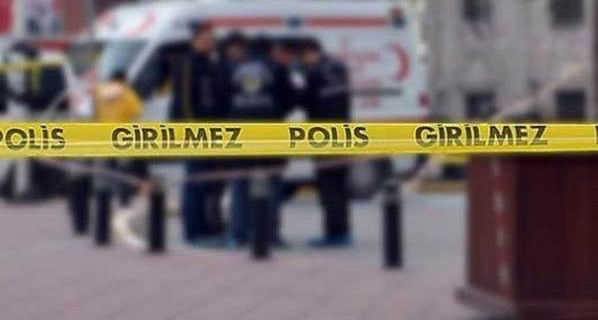 İki polisin evlerinde sır ölümü...
