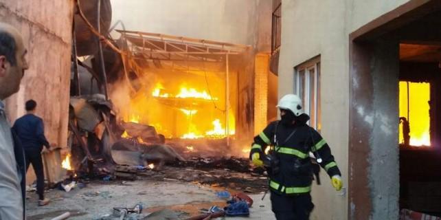 Bursa'da büyük yangın...4 buzhane ve 3 ev kül oldu