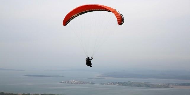 Gölyazı manzaralı, paraşüt heyecanı