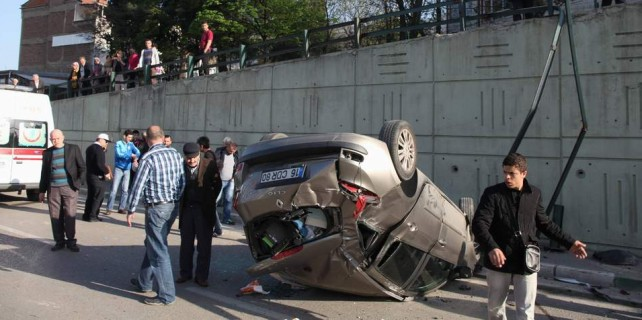 Bursa'da inanılmaz kaza...Köprüden uçtular