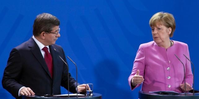 Davutoğlu'ndan,Merkel'e 'Erdoğan' tepkisi