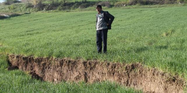 Bursa'nın bu köyünde tarlalar yerinden oynuyor...