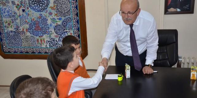 Öğrenciler Başkan'ı sorularıyla terletti