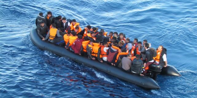 Göçmenleri taşıyan bot battı çok sayıda ölü var