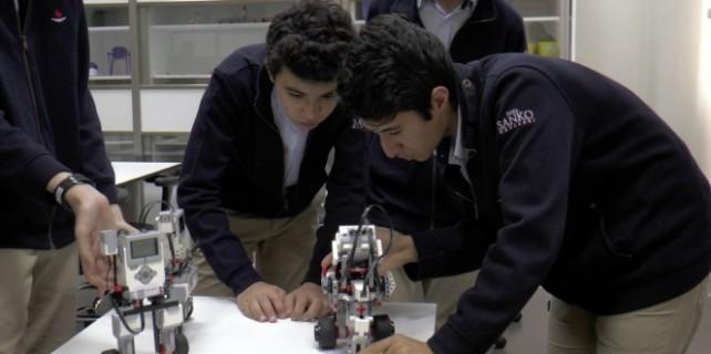 Liselilerin yaptığı robotlar ödüle doymuyor!