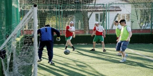 Bursa'da kurumlararası futbol turnuvasının startını onlar verdi...