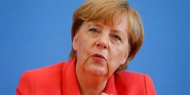 Merkel soruşturma açılmasını kabul etti