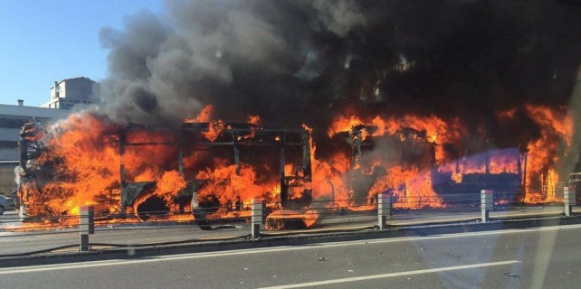 Metrobüs alev alev işte böyle yandı...