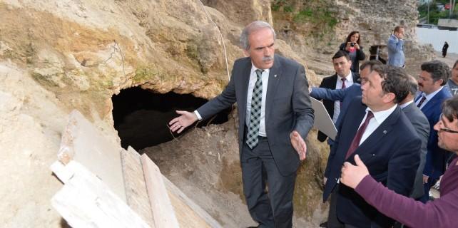 2500 Yıllık sur restorasyonu Bursa'nın tarihi tünellerini ortaya çıkardı
