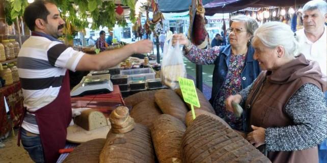 Bursa'da dev ekmekler görenleri şaşırtıyor