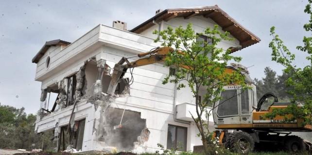 Kaçak villa böyle yıkıldı...İşte o anlar