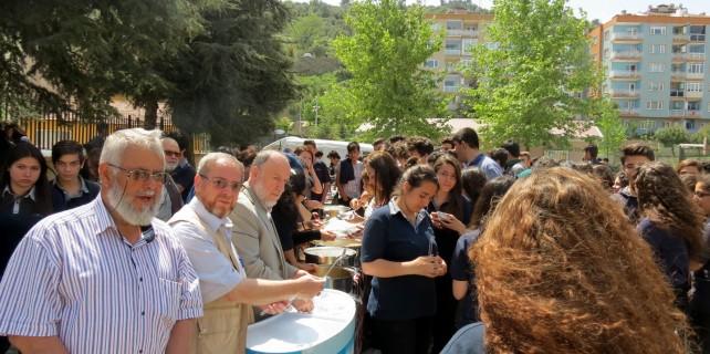 Mudanya'da öğrencilere lokma ve mantı sürprizi