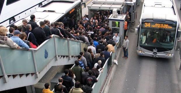 Metrobüs seferleri durdu