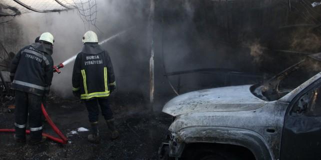 Bursa'da iş yerinde yangın paniği