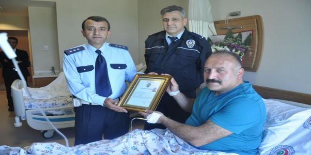 Başbakanın övdüğü polise başarı belgesi