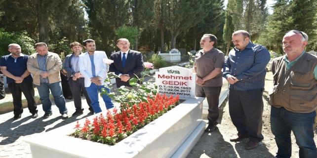 Mehmet Gedik kabri başında anıldı