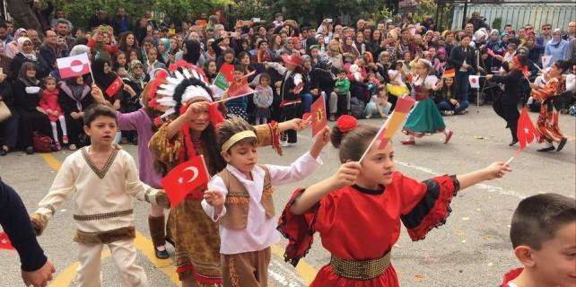 Bursa'da 23 Nisan coşkusu...Dünya çocukları