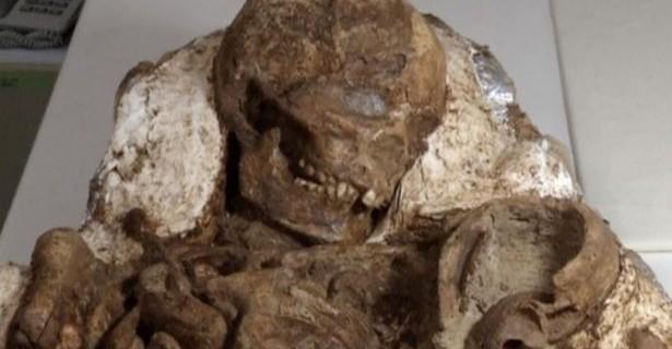4 bin 800 yıldır bebeğine bakıyor...
