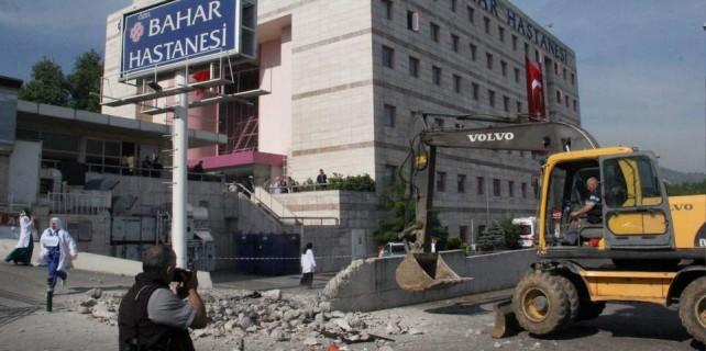 Bursa'daki hastanenin kaçak duvarı yıkıldı