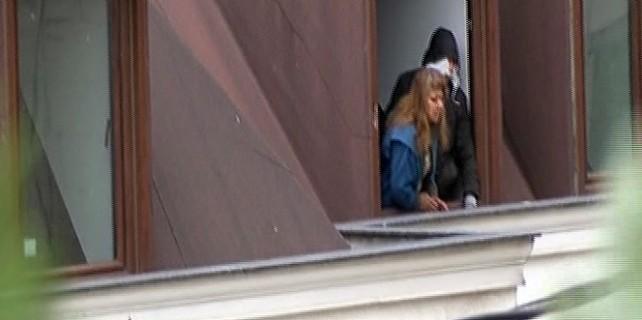 Rehine krizi, villayı bastı...Anne ve kızı rehin aldı!