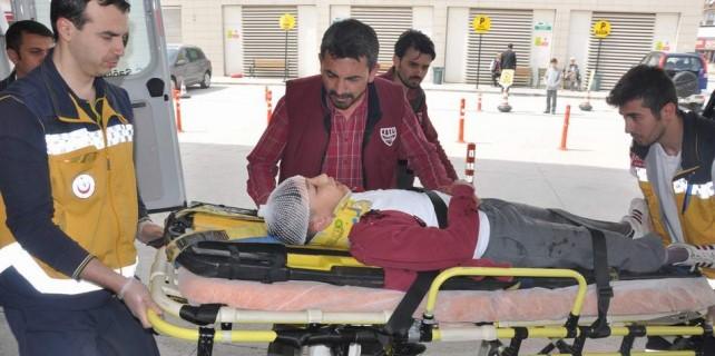 Yaralı halde babasını teselli etti