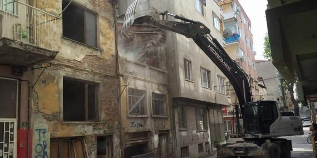 Bursa'da bir bir yıkılıyor
