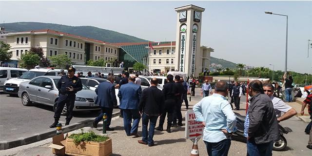 Osmangazi Belediyesi önünde arbede