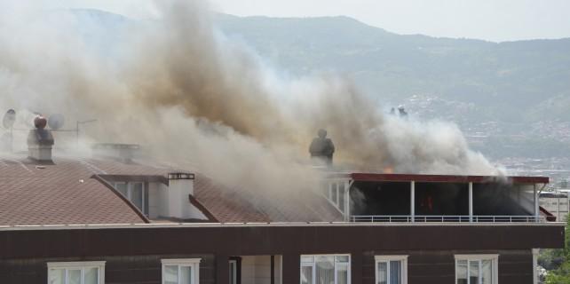 Dubleks daireler alev alev yandı