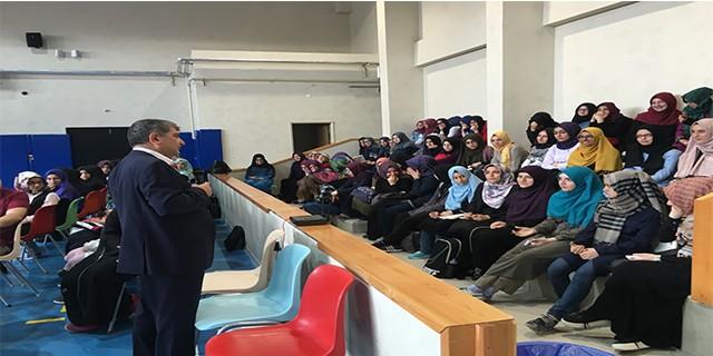İmam hatipli öğrencilere İngilizce konferans