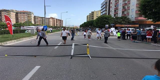 Bursa'da sokak tenisi heyecanı
