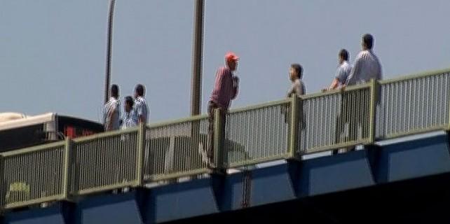 Köprü'de intihar girişimi